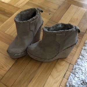 Never worn gray suede wedges